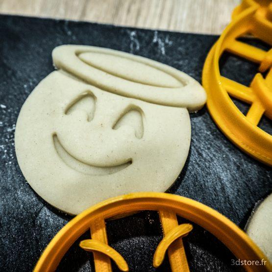 cookie cutter emoji