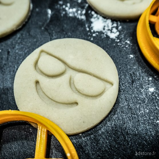 cookie cutter emoji